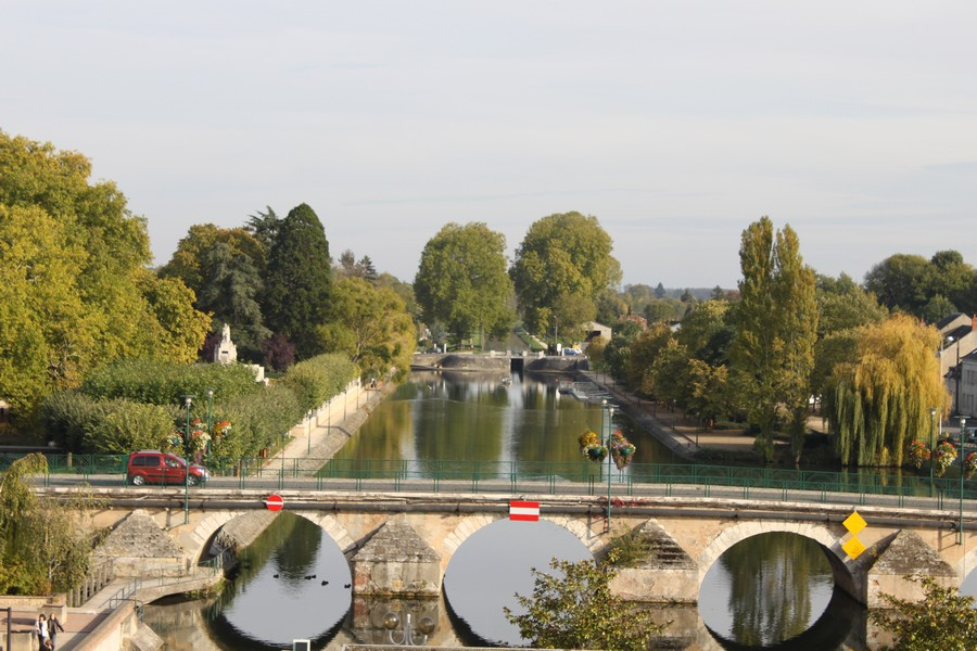 View Canal de Berry